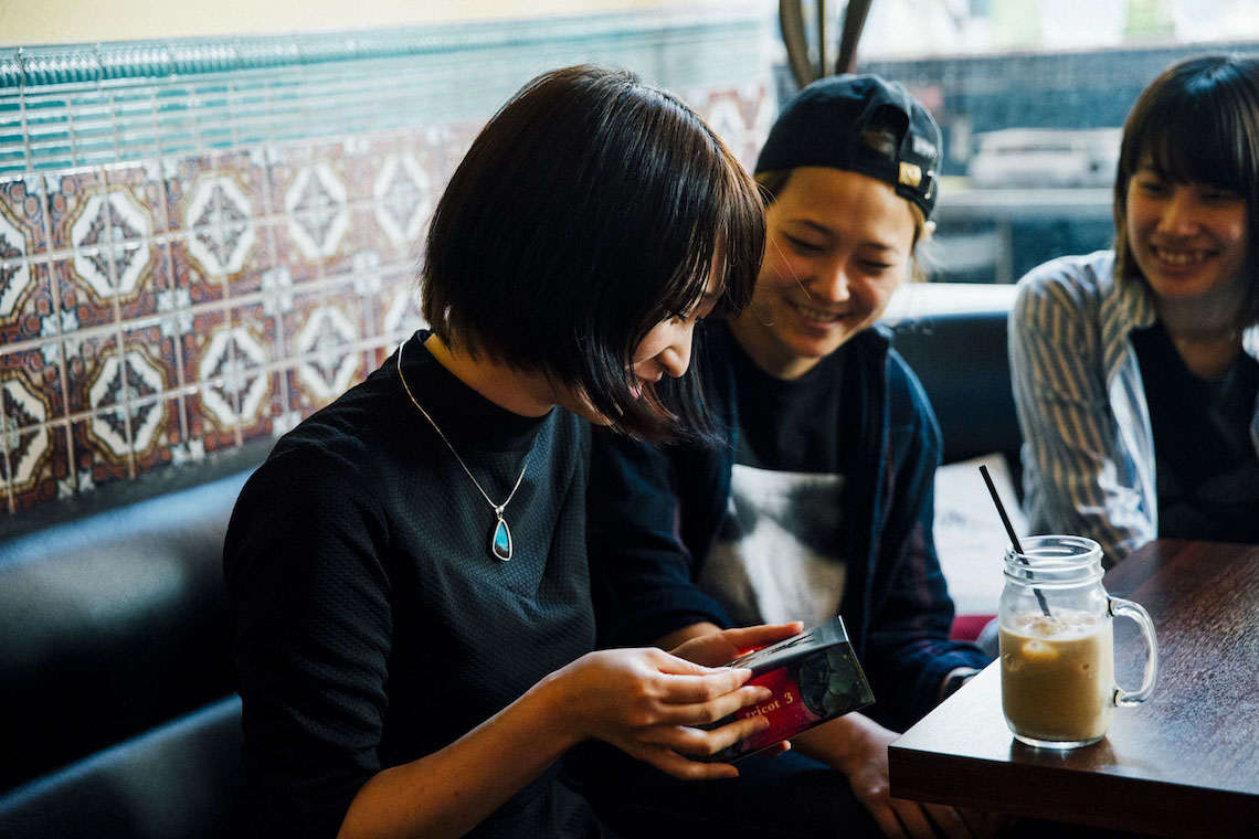 【対談】tricot×チョーヒカル、新作『3』アートワークで相思相愛コラボ実現!その出会いや誕生秘話を探る!! tricot_1