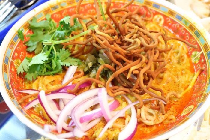 日本ナイズされていない本場タイの味、カオマンガイをパクチー特盛で!話題のお店の新店OPEN food170619_thailand999_2-700x467