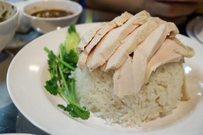 日本ナイズされていない本場タイの味、カオマンガイをパクチー特盛で!話題のお店の新店OPEN food170619_thailand999_4-700x467