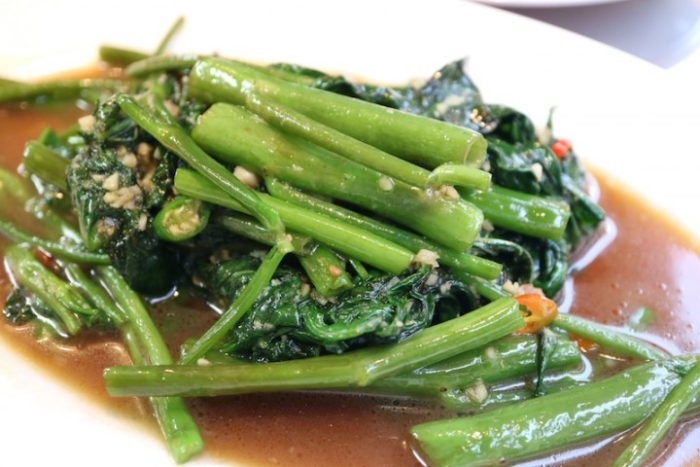 日本ナイズされていない本場タイの味、カオマンガイをパクチー特盛で!話題のお店の新店OPEN food170619_thailand999_6-700x467