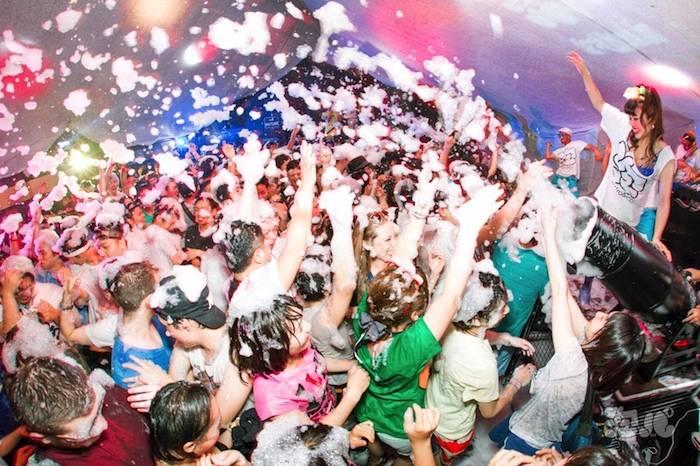 泡にまみれて踊る<泡パ>、今回のテーマはトロピカル!五感全てで南国気分を味わおう♪ 0805_awapaPhoto_05-700x466