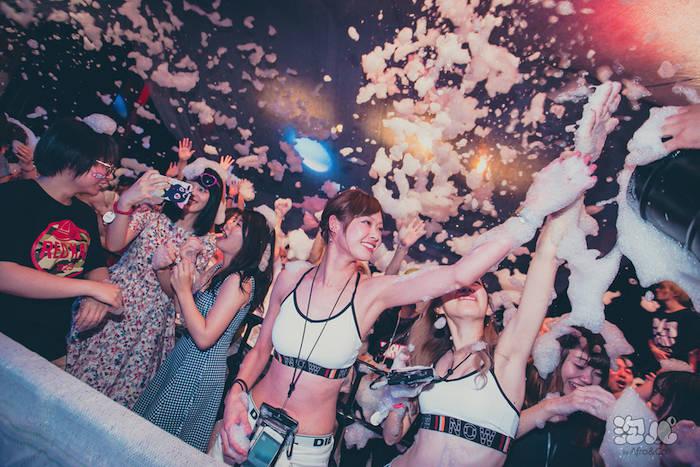 泡にまみれて踊る<泡パ>、今回のテーマはトロピカル!五感全てで南国気分を味わおう♪ 0805_awapaPhoto_08-700x467