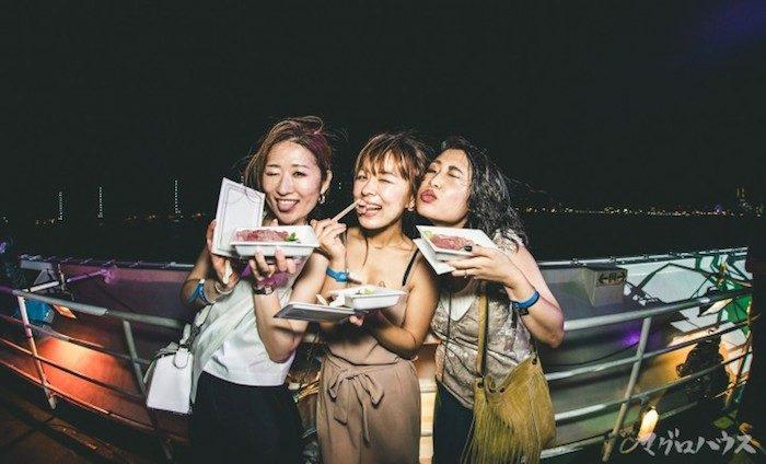 この夏注目のカオスなクルージングパーティー<船上のマグロハウス>のチケットは限定200枚! Fo170708_magurohouse_4-700x424