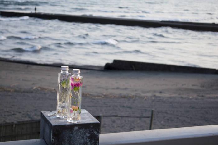 花がふわりと浮かぶ、Healing Bottleで毎日に癒しを。 Li170716_HealingBottle_4-700x467