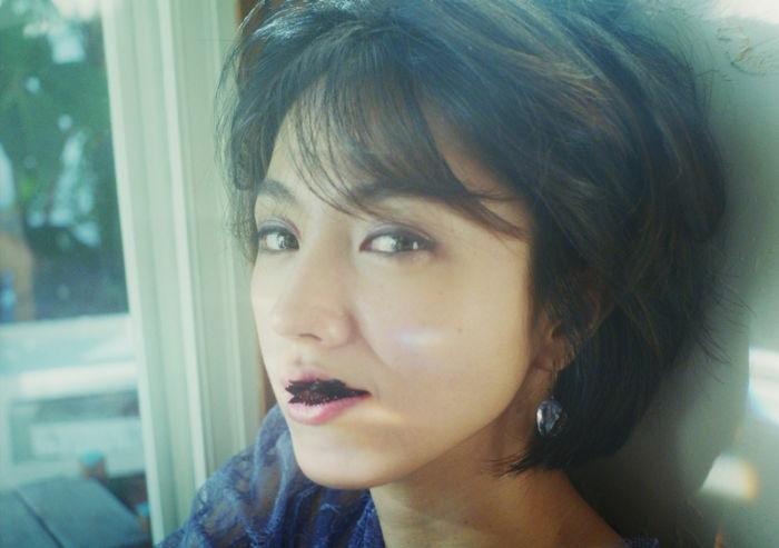 "Chara、""Tiny Dancer""MVに満島ひかり出演!MONDO GROSSO""ラビリンス""に続く music170724_chara_11-700x493"