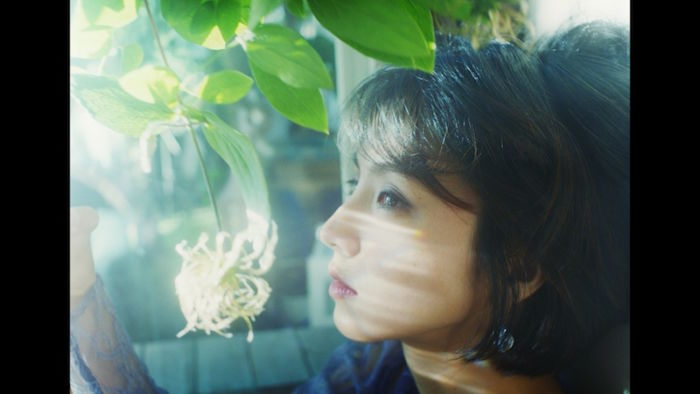 "Chara、""Tiny Dancer""MVに満島ひかり出演!MONDO GROSSO""ラビリンス""に続く music170724_chara_8-700x394"