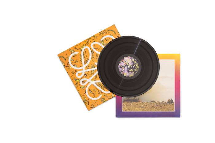 ロエベ、スペシャルな夏のミュージックトラック 「Close to Paradise」 をリリース sub1-6-700x467