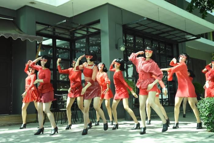 お米の虫よけ新CM でキレキレダンス!タイの街中で米唐番ガールズが舞い踊る sub2-3-700x467