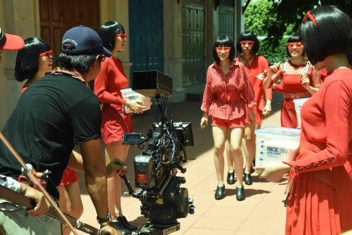 お米の虫よけ新CM でキレキレダンス!タイの街中で米唐番ガールズが舞い踊る sub3-4-700x467