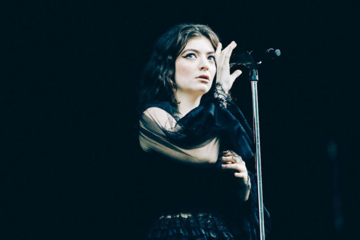 【フジロックライブ&フォトレポ】大人になって戻ってきた歌姫ロード。でも、可愛いです……! Lorde-170824_1-700x467