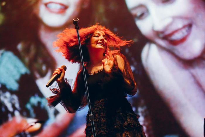 【フジロックライブ&フォトレポ】大人になって戻ってきた歌姫ロード。でも、可愛いです……! Lorde-170824_12-700x467