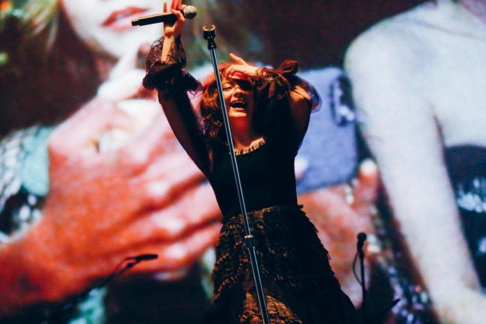 【フジロックライブ&フォトレポ】大人になって戻ってきた歌姫ロード。でも、可愛いです……! Lorde-170824_13-700x467
