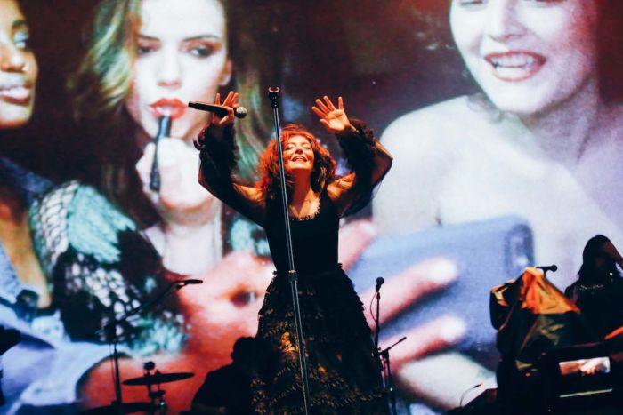 【フジロックライブ&フォトレポ】大人になって戻ってきた歌姫ロード。でも、可愛いです……! Lorde-170824_14-700x467