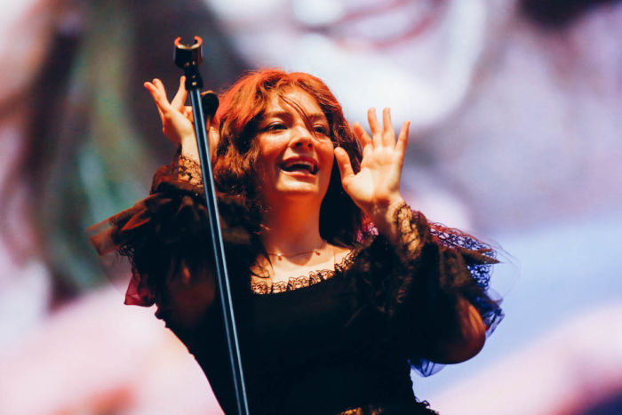 【フジロックライブ&フォトレポ】大人になって戻ってきた歌姫ロード。でも、可愛いです……! Lorde-170824_15-700x467