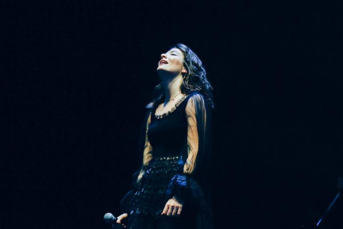 【フジロックライブ&フォトレポ】大人になって戻ってきた歌姫ロード。でも、可愛いです……! Lorde-170824_16-700x467
