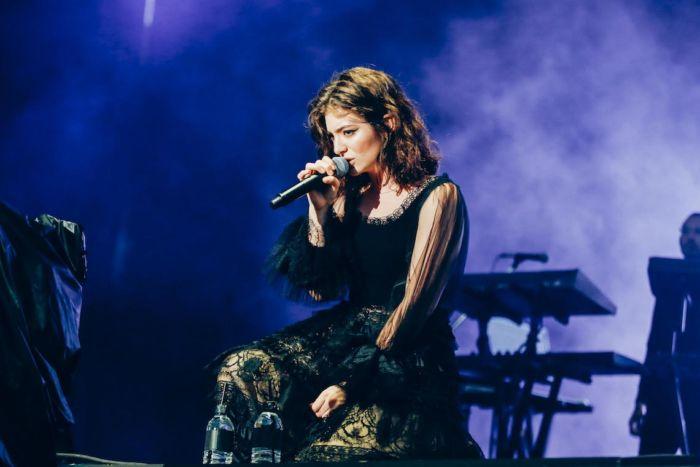 【フジロックライブ&フォトレポ】大人になって戻ってきた歌姫ロード。でも、可愛いです……! Lorde-170824_19-700x467