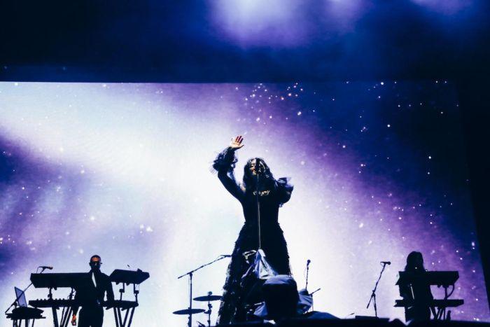 【フジロックライブ&フォトレポ】大人になって戻ってきた歌姫ロード。でも、可愛いです……! Lorde-170824_24-700x467