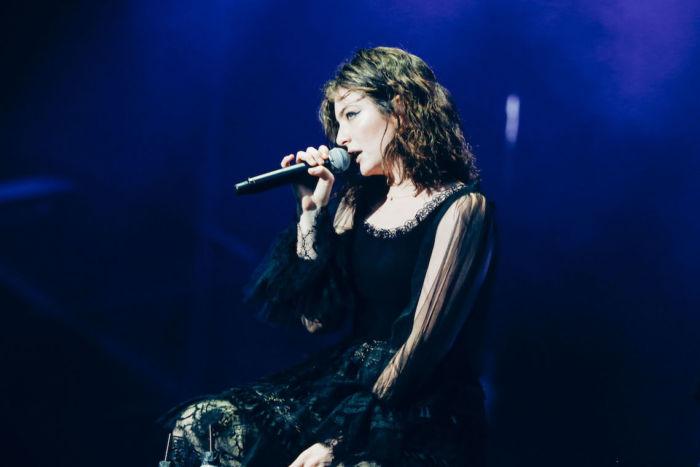 【フジロックライブ&フォトレポ】大人になって戻ってきた歌姫ロード。でも、可愛いです……! Lorde-170824_30-700x467