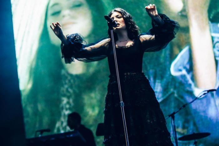 【フジロックライブ&フォトレポ】大人になって戻ってきた歌姫ロード。でも、可愛いです……! Lorde-170824_7-700x467