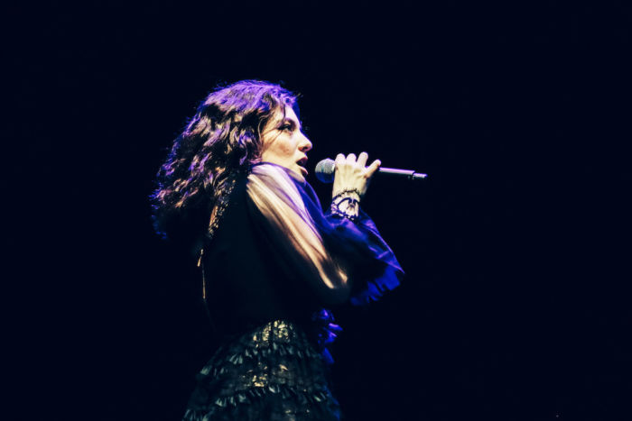 【フジロックライブ&フォトレポ】大人になって戻ってきた歌姫ロード。でも、可愛いです……! Lorde-170824_8-700x467