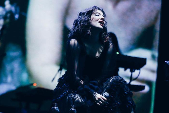 【フジロックライブ&フォトレポ】大人になって戻ってきた歌姫ロード。でも、可愛いです……! Lorde-170824_9-700x467