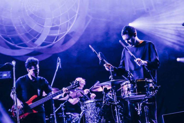 【フジロックライブ&フォトレポ】ライ、甘美で夢のようなステージ。新曲も披露! Rhye-170824_14-700x467