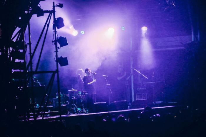【フジロックライブ&フォトレポ】ライ、甘美で夢のようなステージ。新曲も披露! Rhye-170824_16-700x467