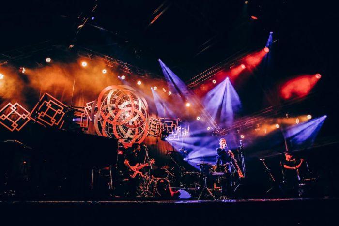 【フジロックライブ&フォトレポ】ライ、甘美で夢のようなステージ。新曲も披露! Rhye-170824_17-700x467