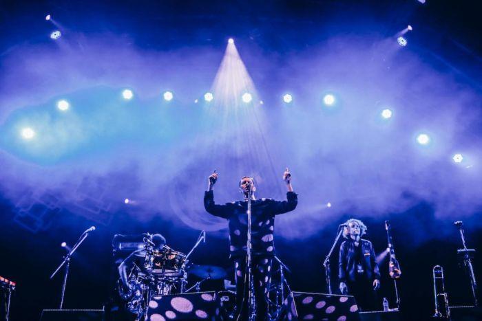 【フジロックライブ&フォトレポ】ライ、甘美で夢のようなステージ。新曲も披露! Rhye-170824_20-700x467