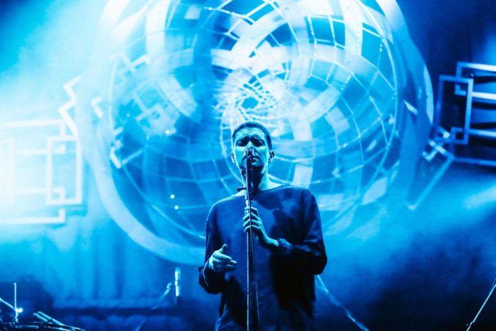 【フジロックライブ&フォトレポ】ライ、甘美で夢のようなステージ。新曲も披露! Rhye-170824_3-700x467