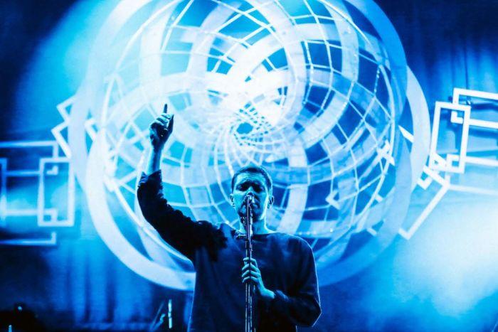 【フジロックライブ&フォトレポ】ライ、甘美で夢のようなステージ。新曲も披露! Rhye-170824_4-700x467