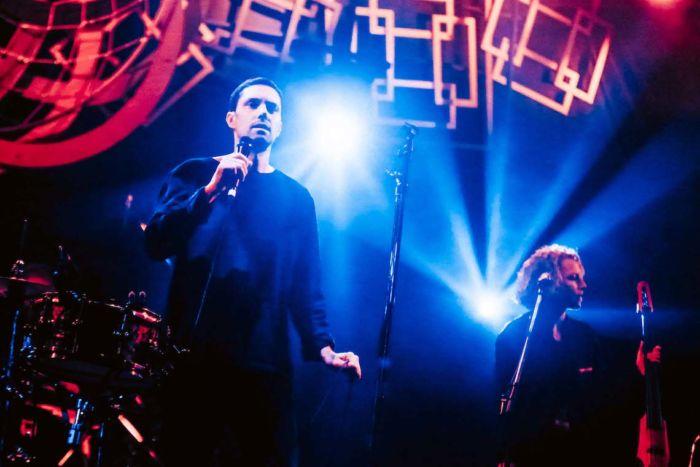【フジロックライブ&フォトレポ】ライ、甘美で夢のようなステージ。新曲も披露! Rhye-170824_8-700x467
