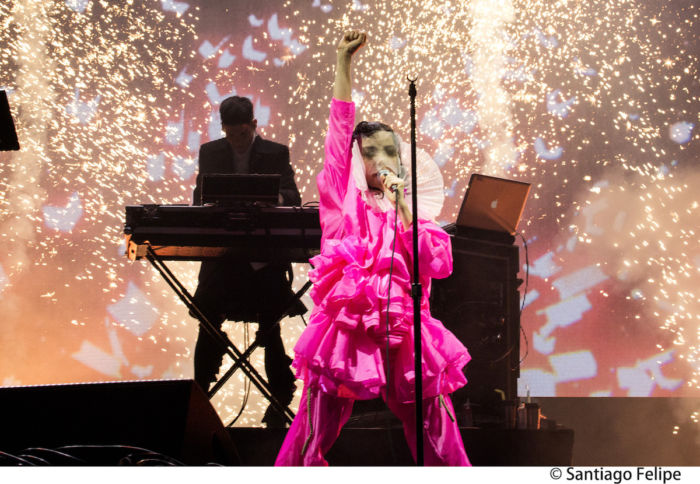 【フジロックライブ&フォトレポ】ビョーク、怖いぐらい美しくフジロックの最後を飾る bjork-170830-1-700x484