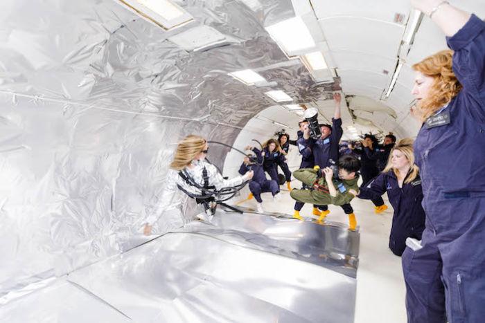 無重力空間でファッション撮影。テーマは「宇宙飛行士と美しいエイリアン」 sub11-700x467