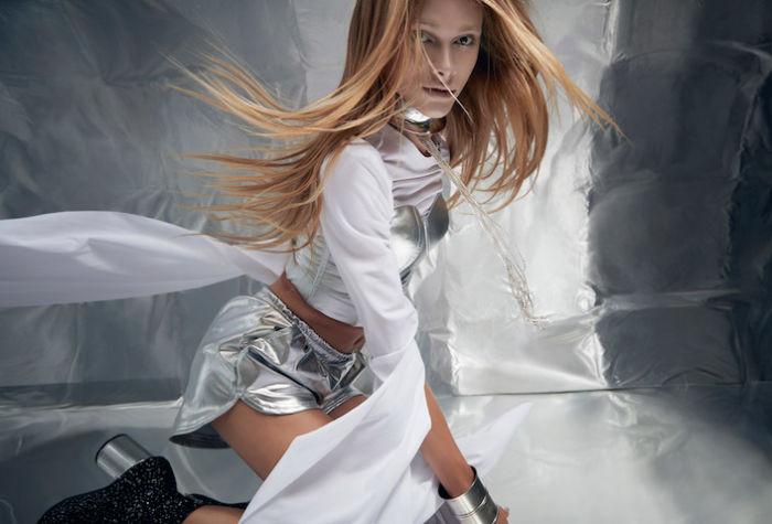 無重力空間でファッション撮影。テーマは「宇宙飛行士と美しいエイリアン」 sub6-2-700x475