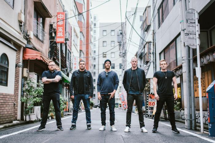 【インタビュー】ダイソン創業者の息子率いるザ・ラモナ・フラワーズ。日本との親和性、U2のようなスケール感の音楽を語る theramonaflowers_pickup1-700x467