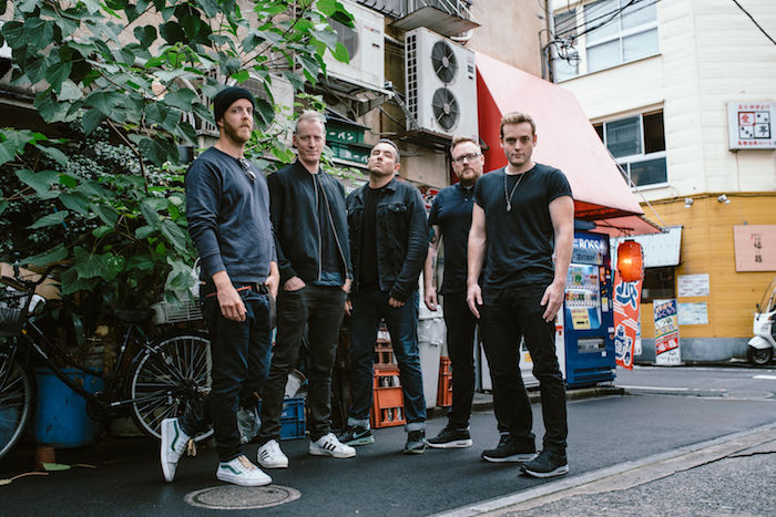 【インタビュー】ダイソン創業者の息子率いるザ・ラモナ・フラワーズ。日本との親和性、U2のようなスケール感の音楽を語る theramonaflowers_pickup7-700x467