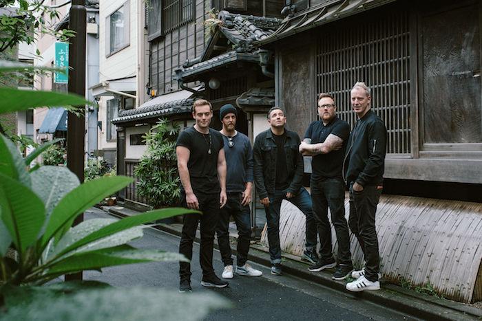 【インタビュー】ダイソン創業者の息子率いるザ・ラモナ・フラワーズ。日本との親和性、U2のようなスケール感の音楽を語る theramonaflowers_pickup8-700x467
