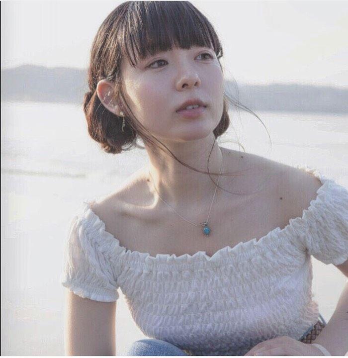 平賀さち枝の新曲MVが公開!キラキラとした眩しい光の中で歩き、歌い、スケートをする。 170913_hiragasachie_03-700x720