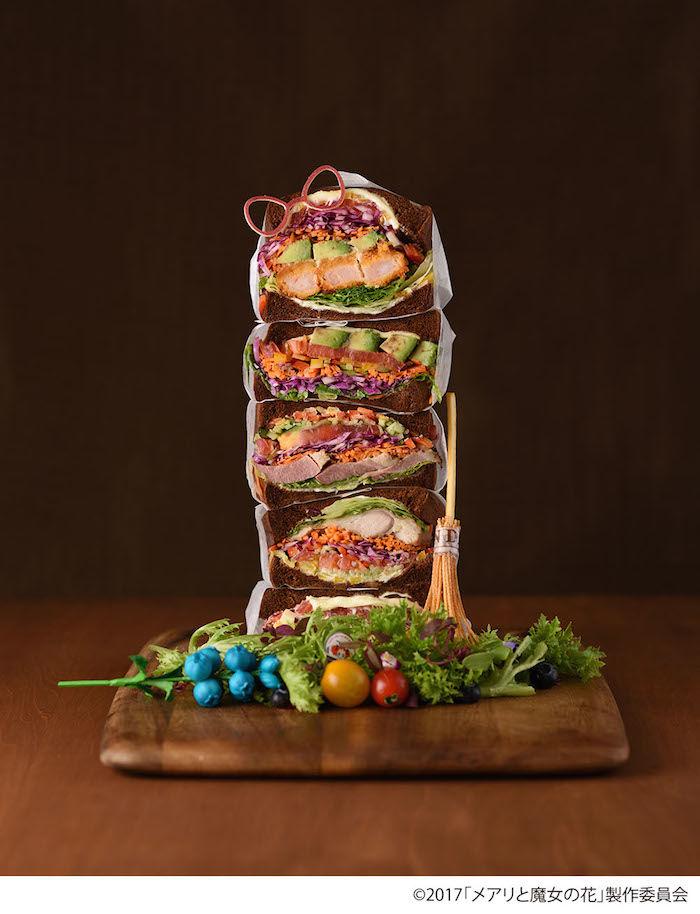 そびえたつサンドイッチ5段重ね。ビジュアルだけじゃない、野菜たっぷりでジューシーな一品が期間限定で登場! 170913_mary-gardensandcafe_01-700x914