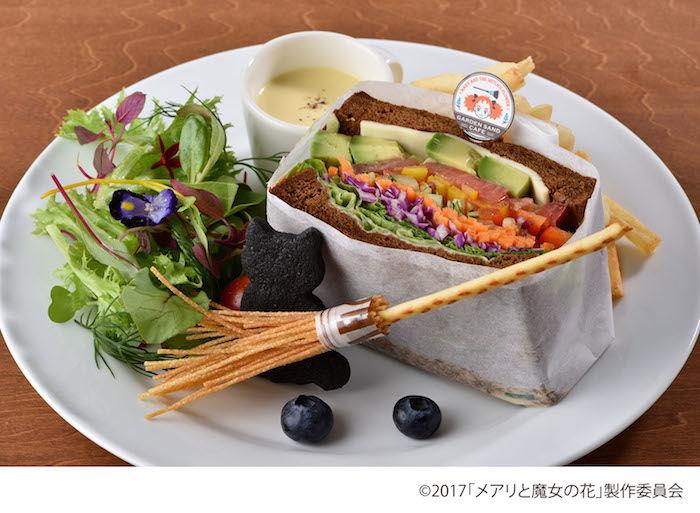 そびえたつサンドイッチ5段重ね。ビジュアルだけじゃない、野菜たっぷりでジューシーな一品が期間限定で登場! 170913_mary-gardensandcafe_02-700x513