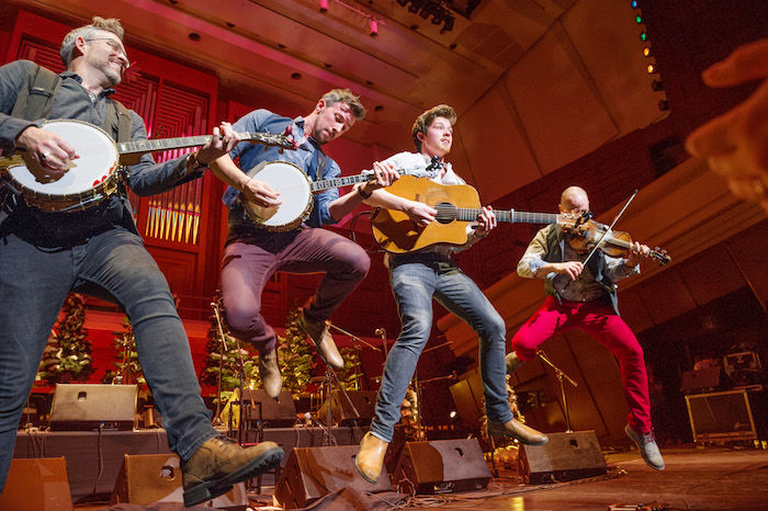 新世代のアイリッシュ・トラッド界を代表するWe Banjo 3のインストアライブ&セッション・パーティーが開催 WB3_2017_3-700x466