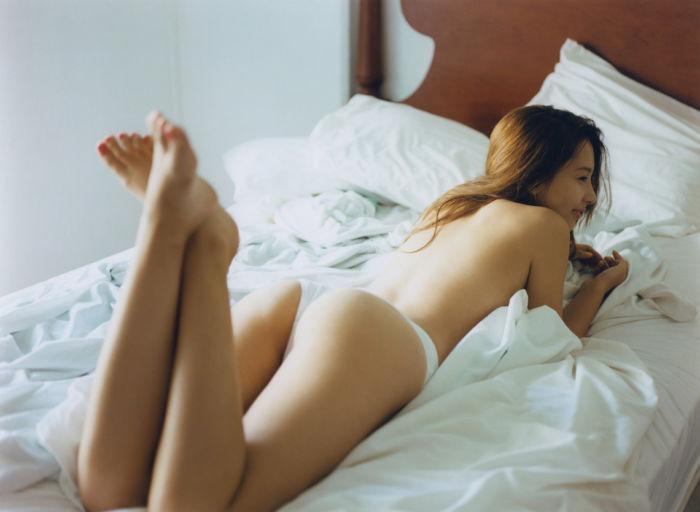 「世界で最も美しい顔100人」ノミネート美女・Nikiが挑発的な視線を送る! art170906_niki-2-700x512