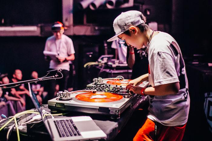 【レポート】DJ同士の熱き戦い<DMC JAPAN FINAL>。弱冠12歳、DJ RENAが優勝! dmcjapan-1709064-700x467
