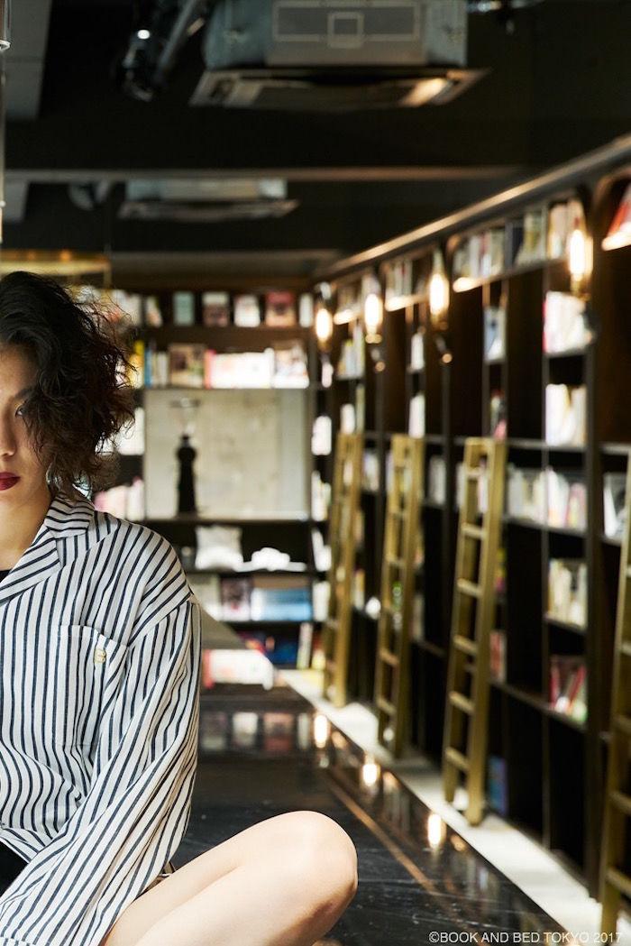 泊まれる本屋「BOOK AND BED TOKYO」新店舗は真っ二つ!新パジャマも登場! life170929_bookandbedtokyo_3-700x1049
