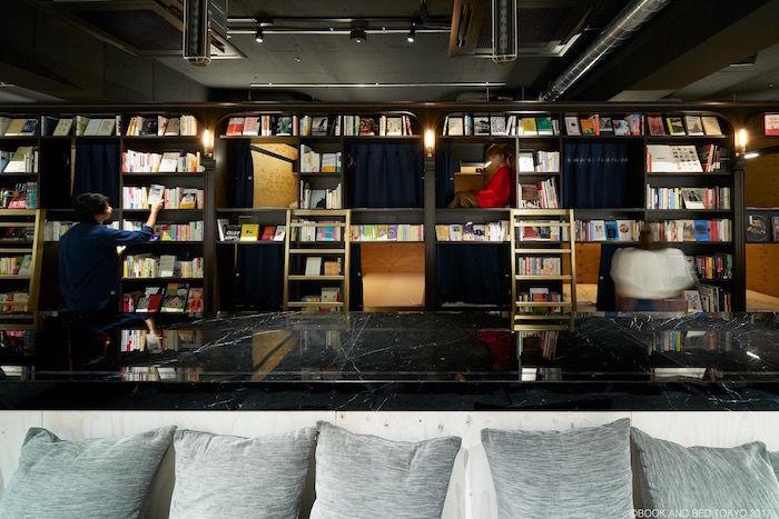 泊まれる本屋「BOOK AND BED TOKYO」新店舗は真っ二つ!新パジャマも登場! life170929_bookandbedtokyo_6-700x467