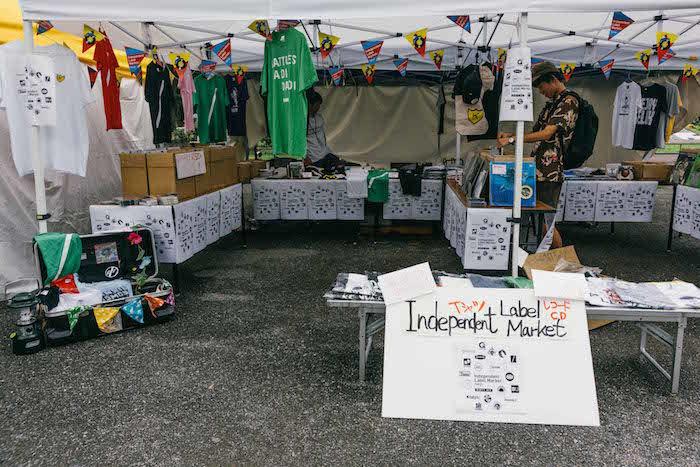 【レポート】<exPoP!!!!!>第100回と同時開催!「大人の文化祭」<NEWTOWN>でマーケット、トーク&ライブ、フードを満喫 newtown_feature26-700x467