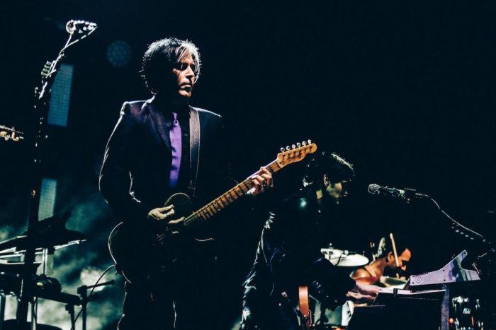 【フジロックフォトレポ】クイーンズ・オブ・ザ・ストーン・エイジ、ジョシュ・オムのギターと歌声が響く qotsa-17091313-700x467