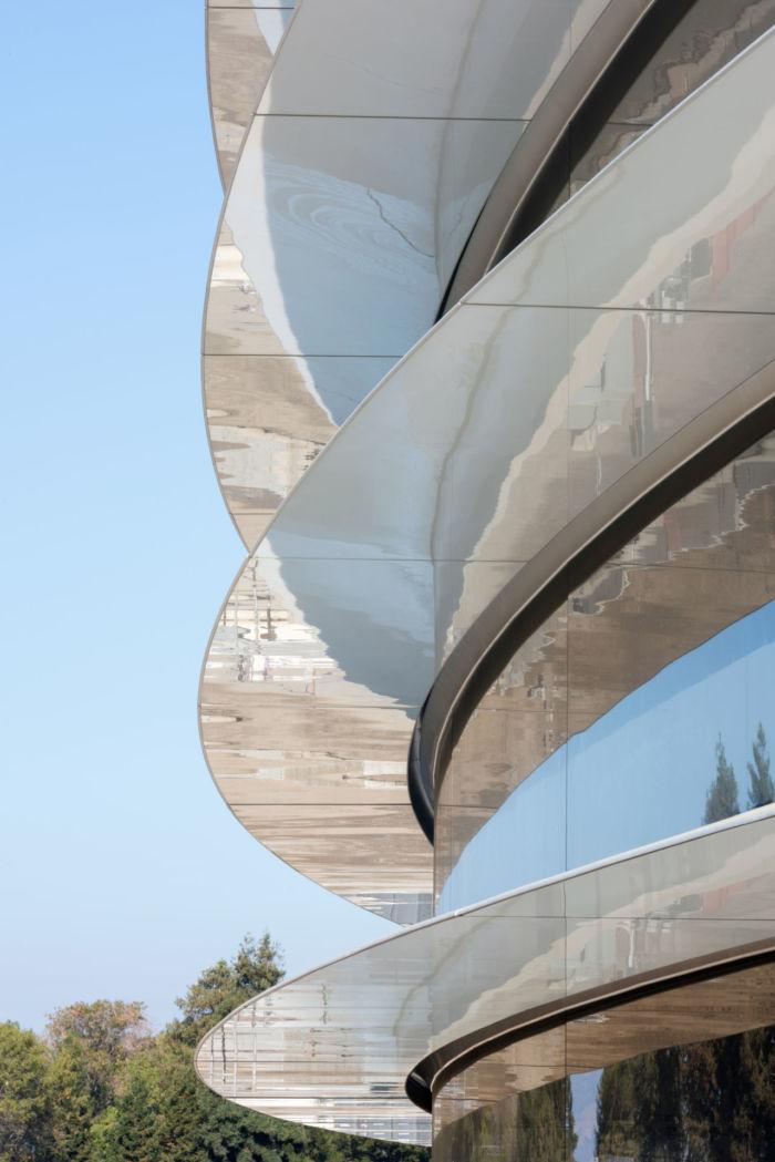 アップル、秋の製品発表イベントの舞台は「スティーブ・ジョブズ・シアター」!地下に広がる空間の全貌は? technology170907_apple_3-700x1049