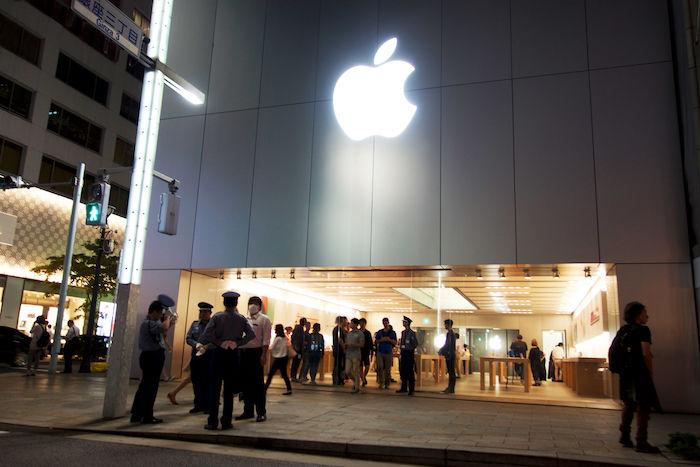 iPhone Xに先駆けて、iPhone 8発売!Apple Store銀座に行列はできたのか? technology170922_applestore_1-700x467